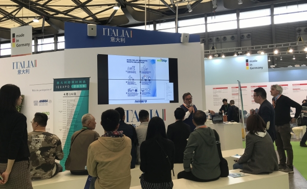 Mauro Bergamaschi shows the Plastisac project at IE China Expo